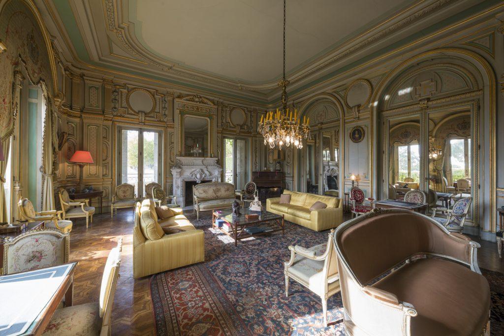 Belles demeures à vendre de 5.38 HA - beaujolais